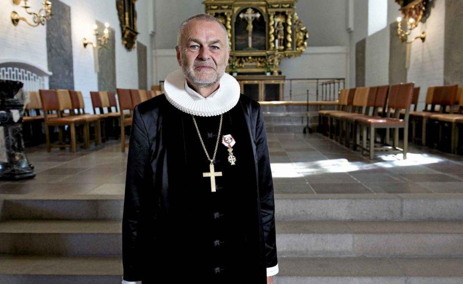 64-årige Henning Toft  Bro har været biskop over Aalborg Stift siden 2010. Musik og sang har altid fyldt i hans liv, og han var tidligere medlem af bandet Tørfisk. – Foto: Aalborg Stift.