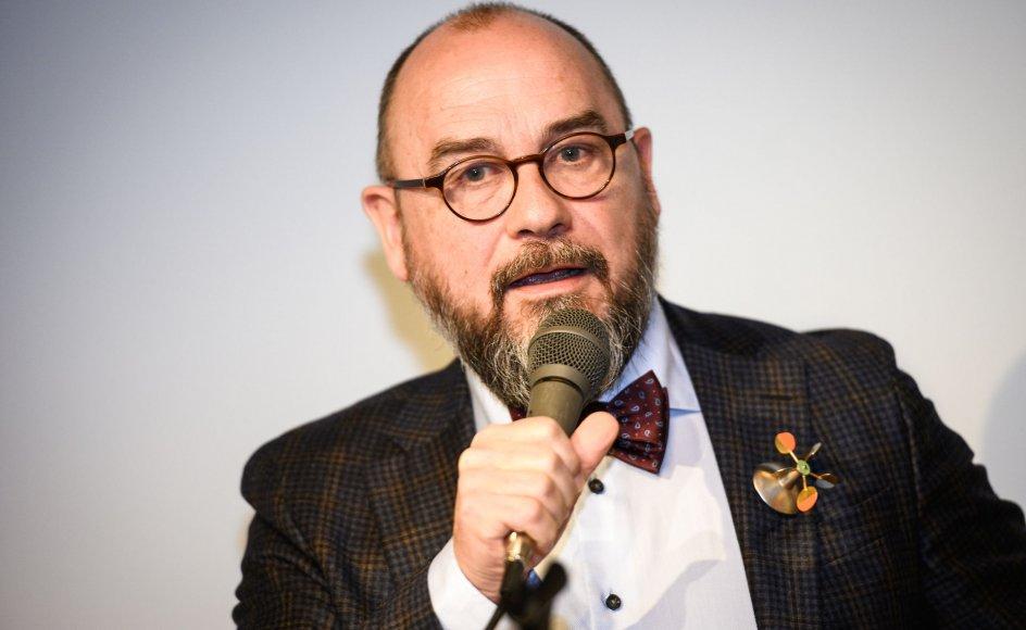 """Han trækker sig efter, at Politiken fredag bragte en historie, hvor 12 tidligere sangere i DR's pigekor beskrev og kritiserede et """"seksualiseret"""" og """"grænseoverskridende"""" miljø."""