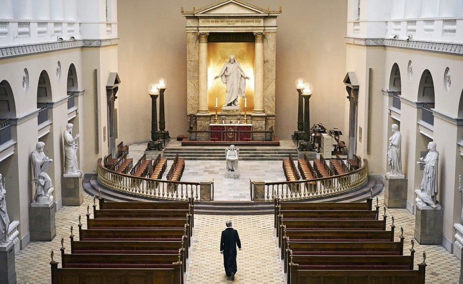 Generelt fortæller præsterne, at det især er ved begravelser og bisættelser, de største problemer opstår. Det er vanskeligt at bede de efterladte om at lave en prioriteret gæsteliste til kirken. Her ses Vor Frue Kirke i København.