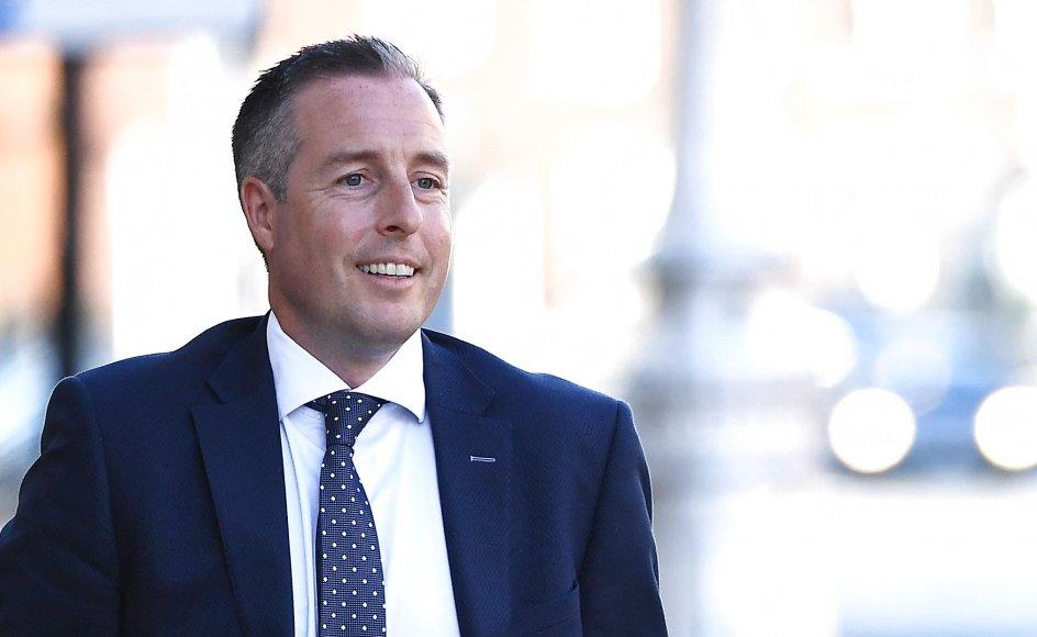 Paul Givan og DPU er ude af takt med befolkningen, lyder kritikken fra Storbritanniens konservative parti.