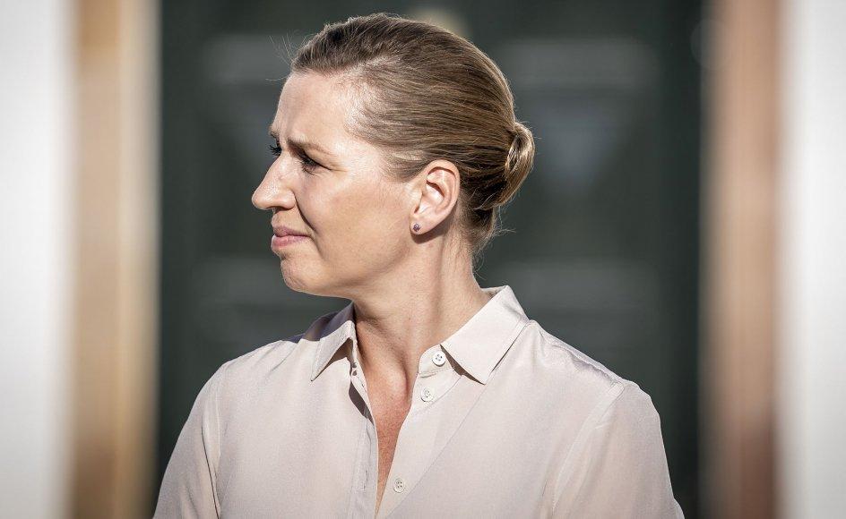 Mette Frederiksens (S) har med sin håndtering af coronakrisen fået en del politisk troværdighed sat ind på bankkontoen.