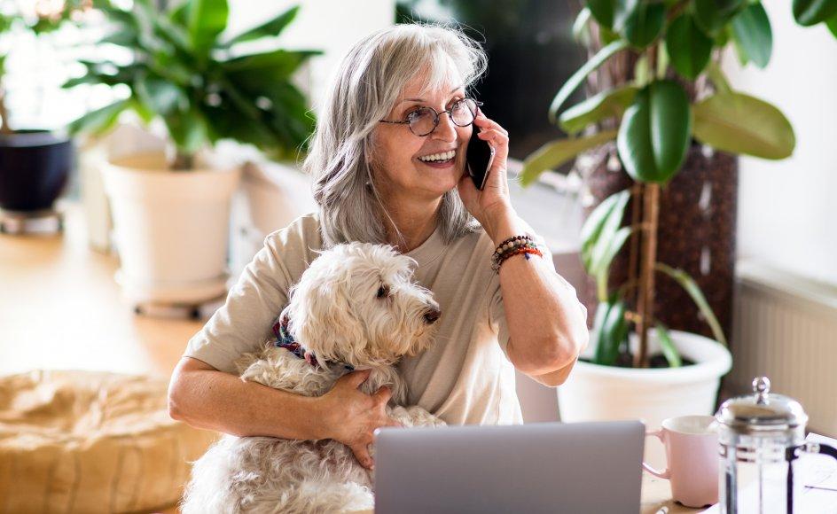 Telefonen har sine store muligheder. Vi kan måske bo langt fra nære venner eller vores familie, og da er telefonen en fantastisk opfindelse. Det, at der sidder nogen i den anden ende, måske i en helt anden landsdel eller i et helt andet land og tænker på en er stort.