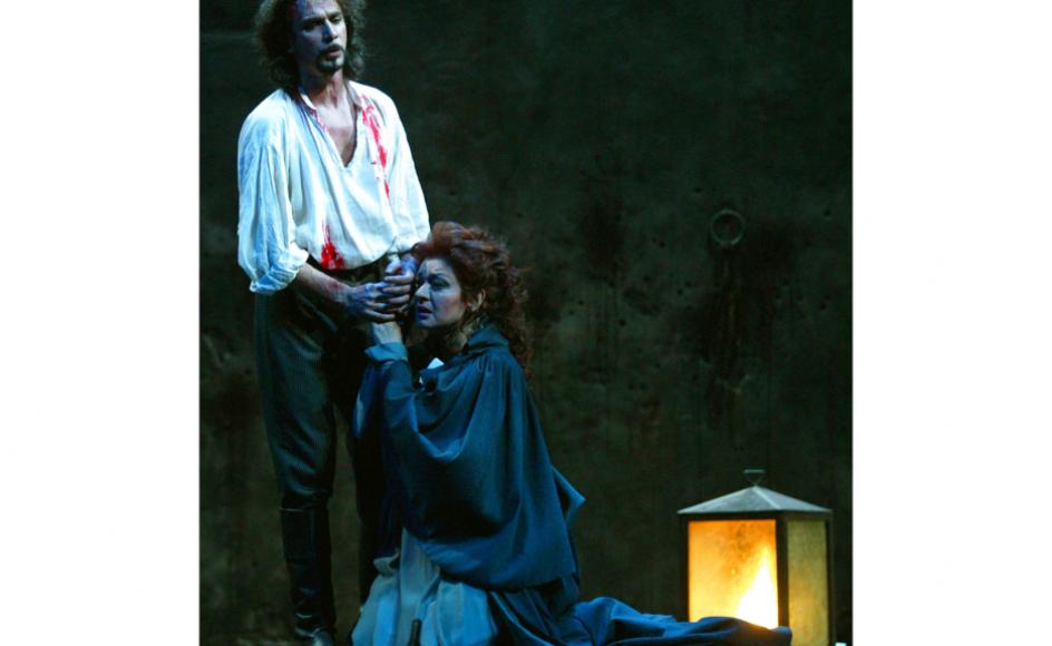 Her ses Fabio Armiliato som Mario Cavaradossi og Daniela Dessi som Tosca på Madrids kongelige teater 11. janur 2004.