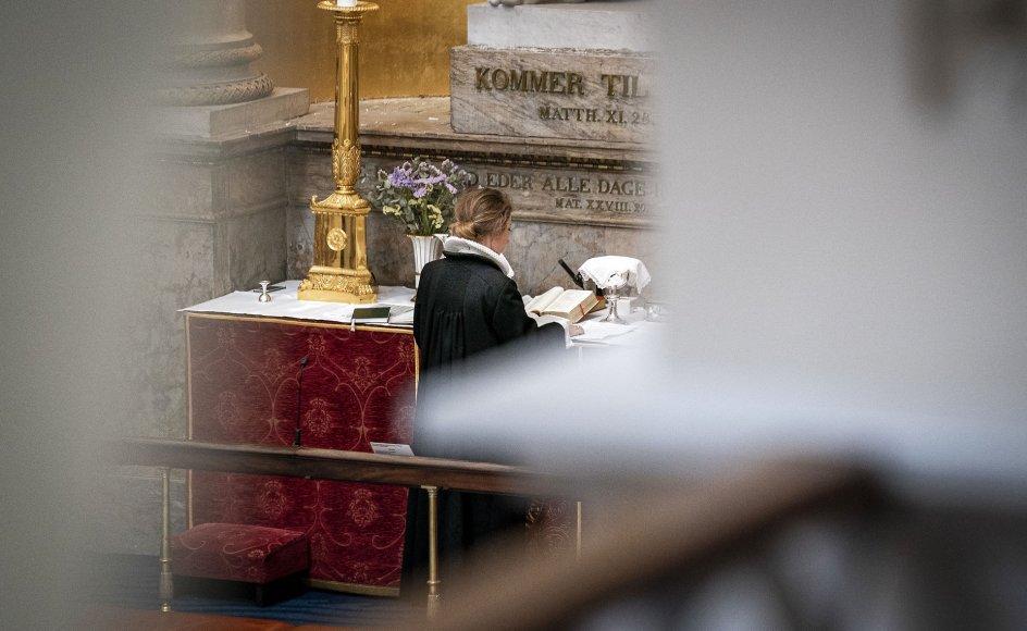 Flere end 1000 kirkefolk kritiserer i brevet regeringens inddragelse af opholdstilladelser for syriske flygtninge, hvilket også har fået FN's Flygtningehøjkommissariat og en række humanitære organisationer på banen.