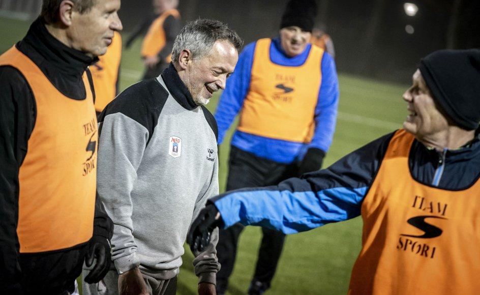 """""""Det er jo overraskende få medlemmer, idrætsorganisationer har mistet,"""" fortæller professor Bjarne Ibsen. På billedet ses foboldklubben Old Boys træne i Karlslunde i marts."""