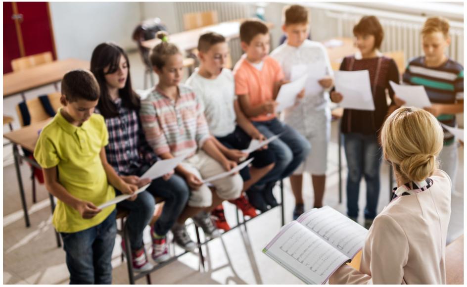 62 procent af de voksne danskere svarer i en undesøgelse, at de er vokset op med morgensang, og 58 procent givet udtryk for, at der på skoler bør være morgensang mindst en gang om ugen.
