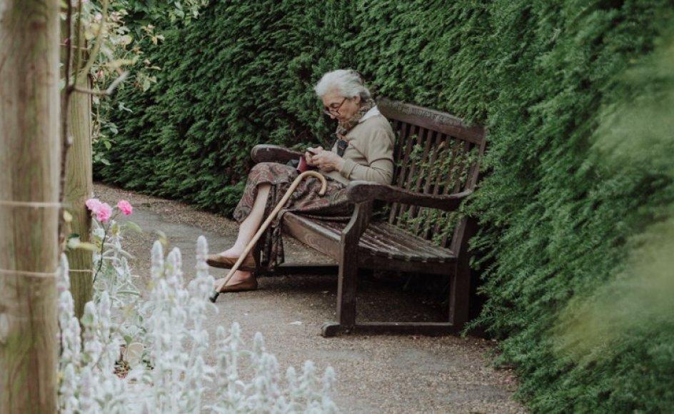 Grethe tænker mere og mere på en tilværelse uden sorg og smerte. Det ville hun gerne høre noget mere om i kirken. Kvinden på billedet er ikke Grethe.