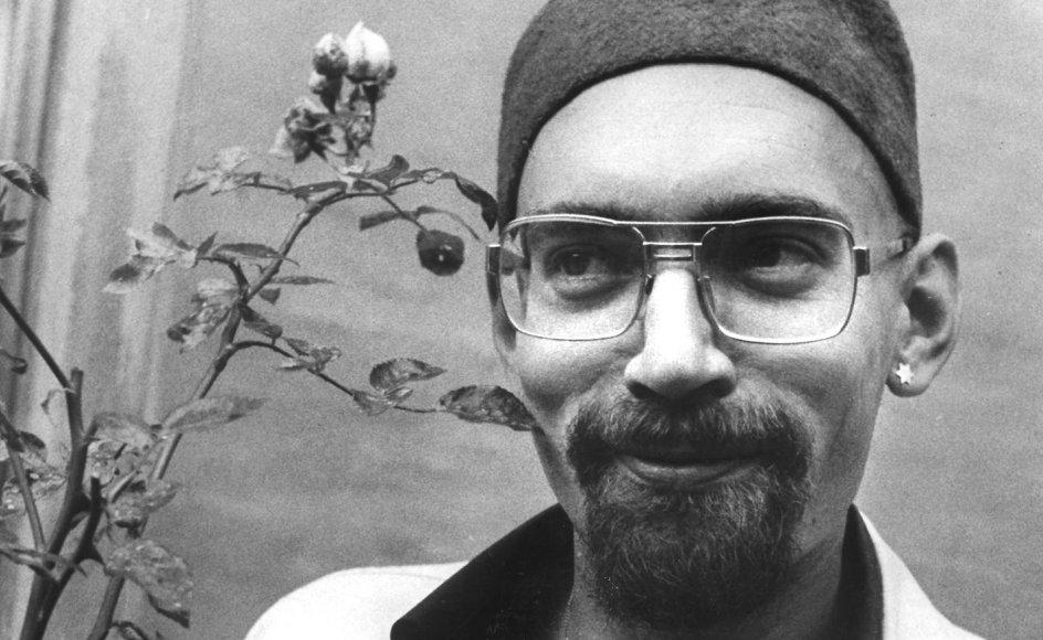 """Forfatter og digter Dan Turèll skrev i 1967 en kronik i avisen om, at såkaldte """"bølleoptøjer"""" - ifølge aviserne dengang - havde fundet sted på Dyrehavsbakken. Turèll mente dog, at omtalte optøjer altid havde været der."""