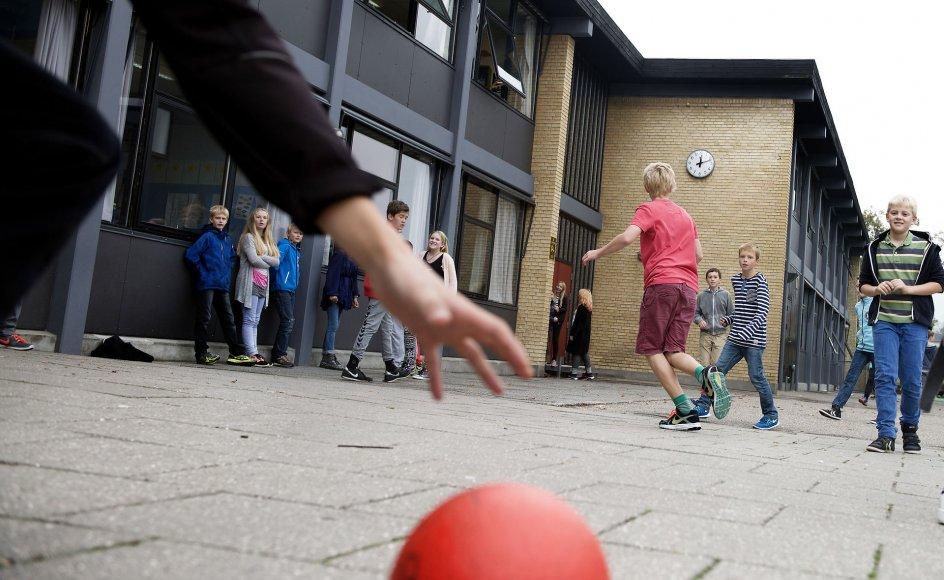 """""""Da skolebørnene efterspørger mere leg, en eksperimenterende undervisning, mere sjov og involvering, viser det mig, at de også er i kontakt med sig selv og deres følelser om, at det her kunne være bedre,"""" siger Jonas Keiding Lindholm,  direktør for Tænketanken Mandag Morgen."""