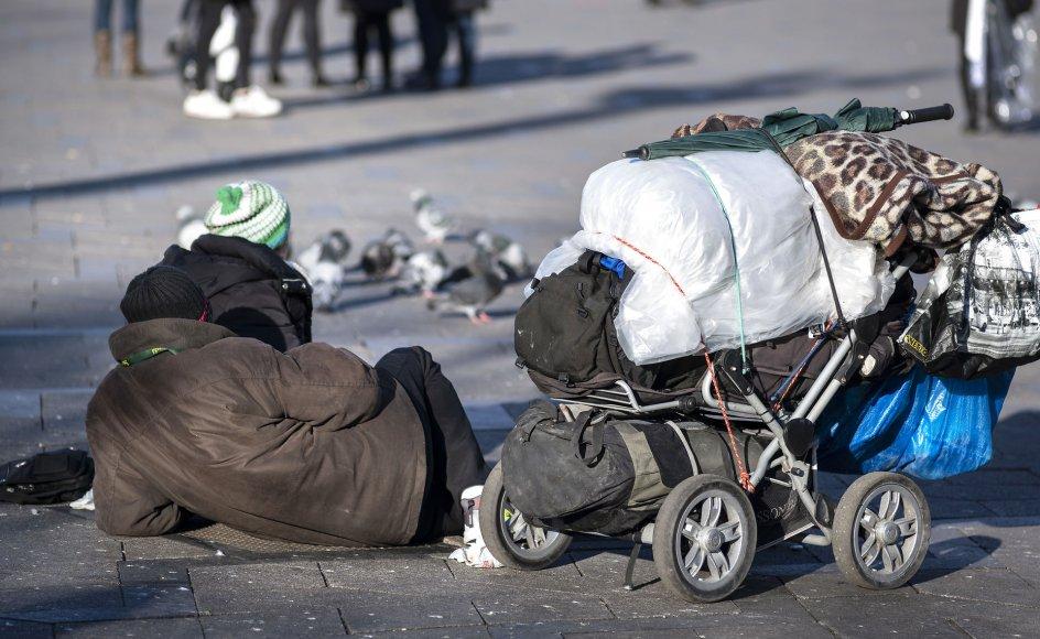 """Den 8. september holdes en konference på Christiansborg om """"Hjemløse menneskers veje til et værdigt liv"""". Det er karakteristisk, at hjælpen skal skræddersyes til den enkelte, og det kræver et udvidet samarbejde mellem staten, kommunerne, boligselskaberne, værestederne og herberger, hvor de hjemløse midlertidigt kan få tag over hovedet og finde fodfæste, skriver dagens kronikør."""