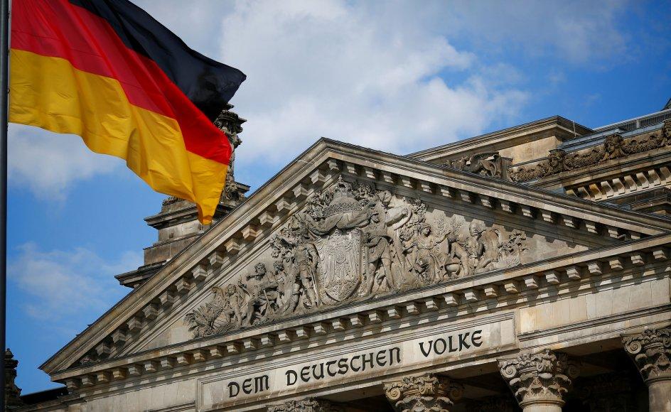 """""""Tyskland er et demokrati, og dets politikere udtrykker befolkningens holdninger. Man ønsker ikke at stikke næsen for langt frem. Retfærdighedsvis skal det siges, at omverdenen heller ikke gør det lettere."""""""