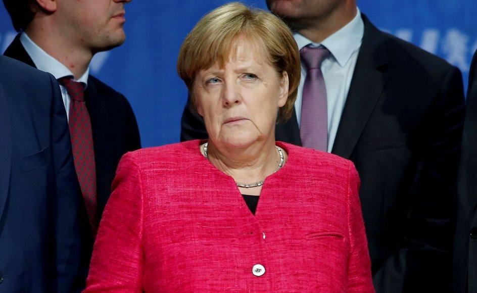 """""""Udadtil kan hun virke kedelig grænsende til det søvndyssende. Tyskerne elsker det. De synes, de har haft rigeligt med støjende ledere de sidste 100 år"""", skriver Michael Kuttner om den snart afgåede Angela Merkel"""