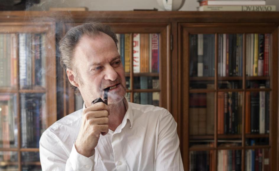 """60-årige Knud Romer er i næste måned aktuel med romanen """"Pigen i violinen""""."""