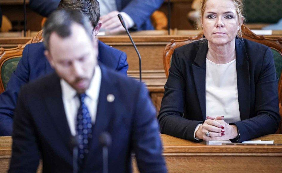 """Inger Støjberg var dybt skuffet over sin formand, som hun mente, havde """"inviteret"""" Folketinget til at rejse sagen. Den største mistillidserklæring, hun kunne kan få fra sin formand, kaldte hun det. Støjberg overvejer nu sin fremtid i partiet."""