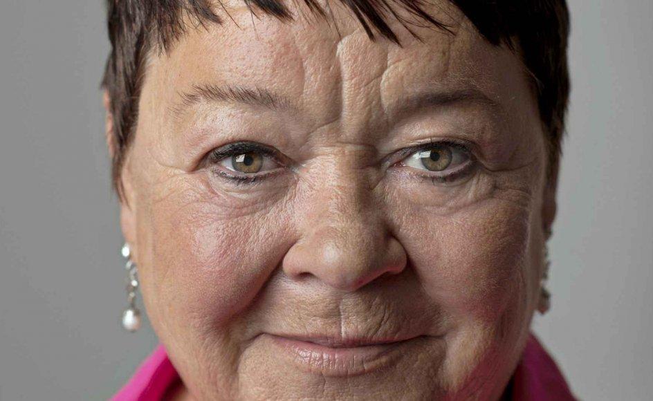 59-årige Mona Striib har været aktiv i fagbevægelsen, siden hun var 18 år. I snart tre år har hun været forbundsformand for FOA. – Foto: Pressebillede, FOA.