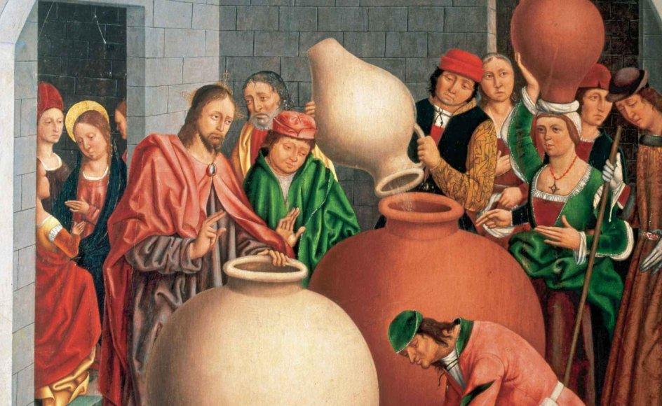 Jesus udfører sit vinmirakel på en kirkeudsmykning fra det 15. århundrede. Værket kan ses i kirken i Arcenillas, der ligger i Salamanca-provinsen i Spanien. Kunstneren, der har udført maleriet, er spanier og hedder Fernando Gallego (cirka 1440-1507). Han er kendt for en stribe mesterværker, der har fundet vej til museer, katedraler og universitetssamlinger, men der findes ingen personlige oplysninger om ham. Han signerede i øvrigt aldrig sine malerier. – Arkivfoto: Ritzau Scanpix.