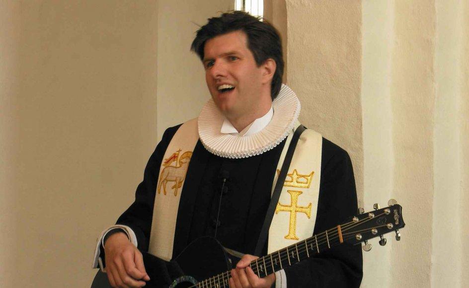 Thomas Gotthard spillede ofte rytmisk musik for menigheden som her ved en konfirmation i Skibby Kirke i 2012.