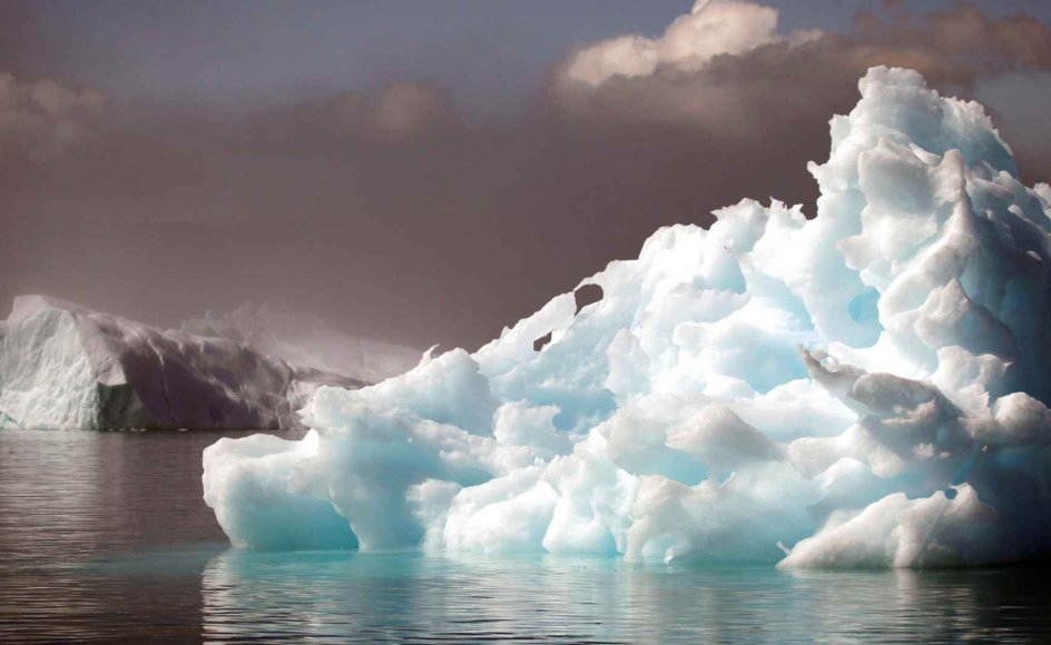 I Grønland blev den oprindelige religion forbudt, da Hans Egede bragte den kristne tro til landet i 1721. De oprindelige grønlandske myter handler blandt andet om Havets Moder, der sikrede, at der var fangstdyr i havet.