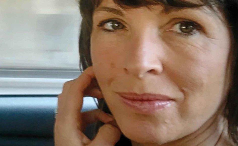 Rachel Cusk er en suveræn skribent, som med overlegen intelligens og humor genoplever alt det, hun har været igennem, og der ligger givetvis også et stort element af selvterapi og chokbearbejdelse i bogen, skriver Nils Gunder Hansen.