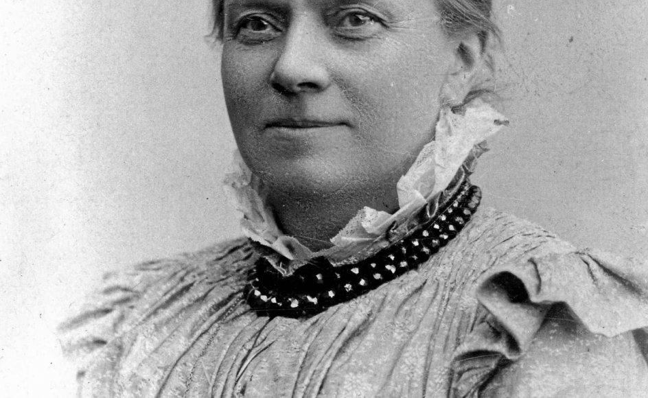Matilde Bajer (1840-1934) oprettede Dansk Kvindesamfund sammen med sin mand, Fredrik Bajer, og var foreningens første formand i 1871-1872. Dette foto stammer fra 1881. – Foto: Christensen & Morange/Det Kongelige Biblioteks Billedbasen.