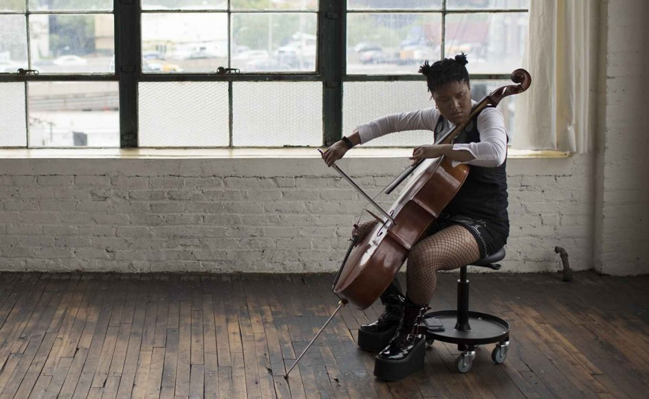 """Den amerikanske cellist Suajri Britt begyndte at spille violin som 4-årig. Som 8-årig i 2009 spillede hun for den daværende amerikanske præsident Barack Obama i Det Hvide Hus. Heldigvis behøver du ikke være et talent af denne kaliber for at høste de neurologiske frugter af en """"musikerhjerne"""", viser nyt studie."""