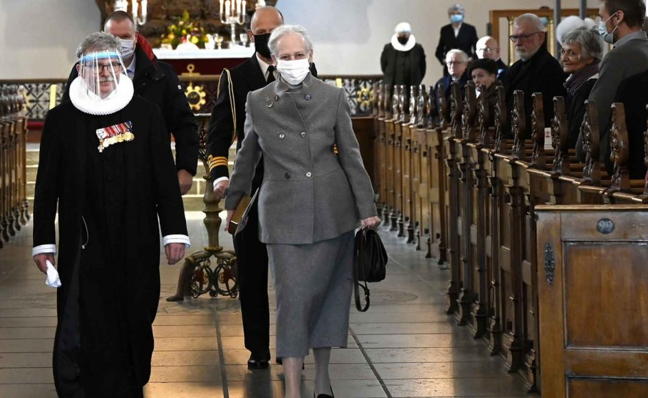 Hendes Majetæt dronning Margrethe II besøgte Holmens Kirke i København, da Ejgil Bank Olesen for sidste gang prædikede i sit embede søndag den 21. februar. Provsten har spillet en vigtig rolle i kontakten med kongehuset gennem årene. – Foto: Leif Tuxen.
