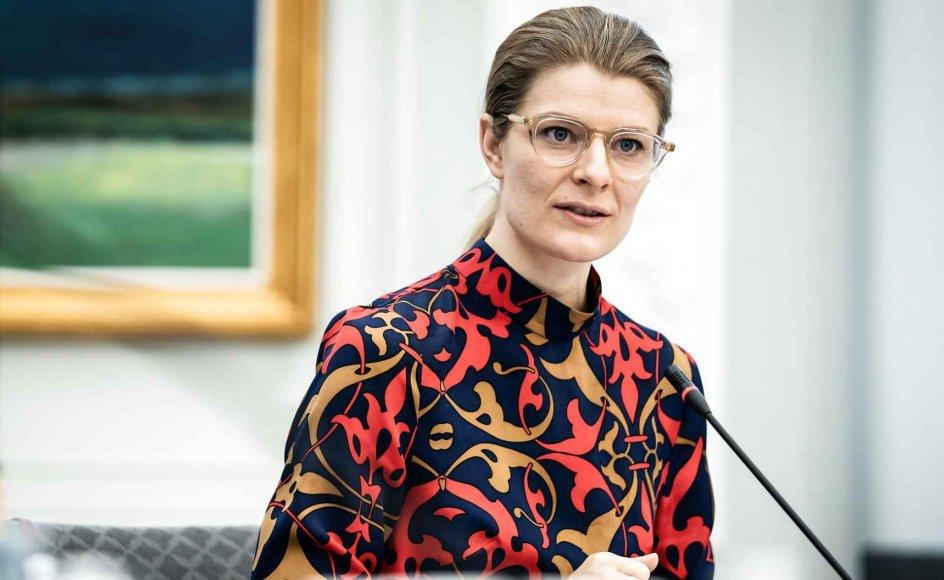 """""""Jeg vil ikke gøre mig til dommer over hvert enkelt forskningsprojekt, men jeg vil gerne appellere til, at man i vores forskningsmiljøer bestræber sig på at bidrage med noget relevant og med ny viden til samfundet,"""" siger forskningsminister  Ane Halsboe-Jørgensens (S)."""