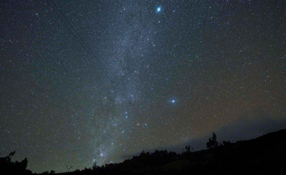 Mælkevejen - her set fra Puracé i Colombia - består af op mod 400 milliarder stjerner og mindst lige så mange planeter. (Arkivfoto)
