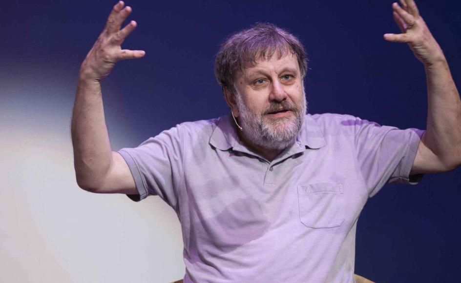 Den slovenske stjernefilosof Slavoj Žižek, her fotograferet i 2014 i samtale med Paul Holdengräber fra New York Public Library, er med på programmet for årets udgave af filmfestivalen CPH Dox.