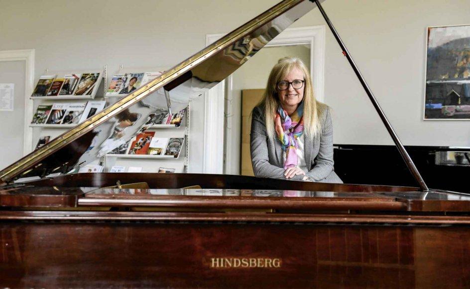 Det bekymrer mig, at der i dag bliver ansat mange kirkemusikere, som ikke har nogen kirkemusikalsk uddannelse og måske heller ikke nogen kirkelig baggrund, og som derfor mangler en grundviden om den folkekirkelige ramme, siger Tine Fenger-Thomsen, der er rektor for Vestervig Kirkemusikskole. – Foto: René Schütze.