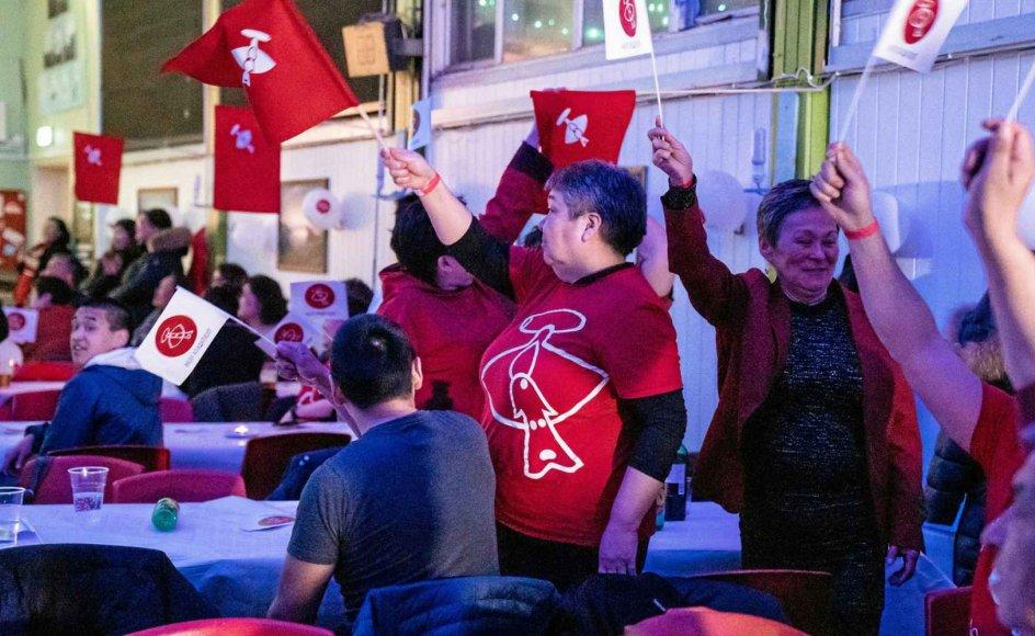Venstrefløjspartiet Inuit Ataqatigiit (IA) blev valgets helt store vinder, og sejren blev fejret i Nuuk. – Foto: Emil Helms/Ritzau Scanpix.