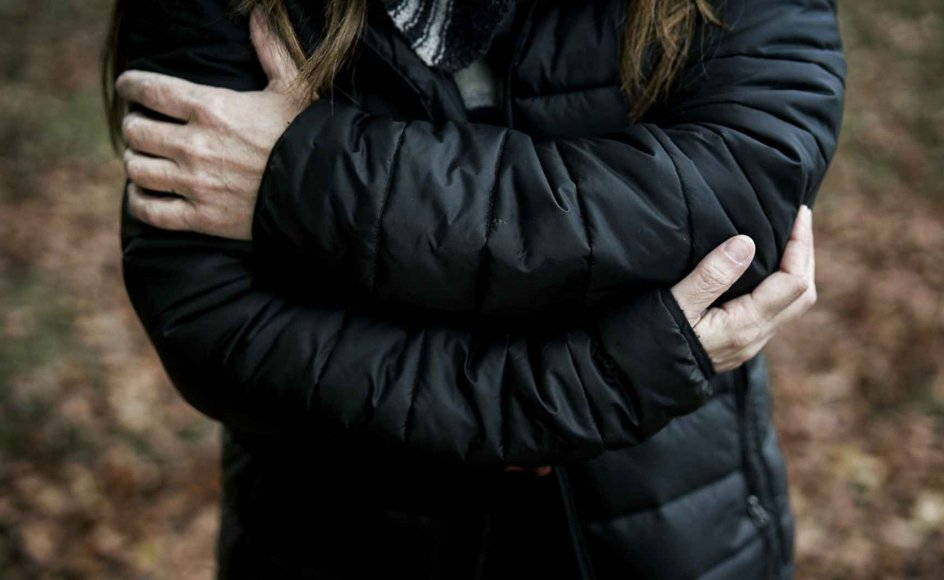 """""""De pårørende står ofte tilbage med en kompliceret sorgproces, og undersøgelser viser, at dødsfaldet i en del tilfælde udløser angst og depression. Derfor kan et specialiseret og gratis tilbud være vigtigt for at komme videre,"""" siger Annette Erlangsen."""