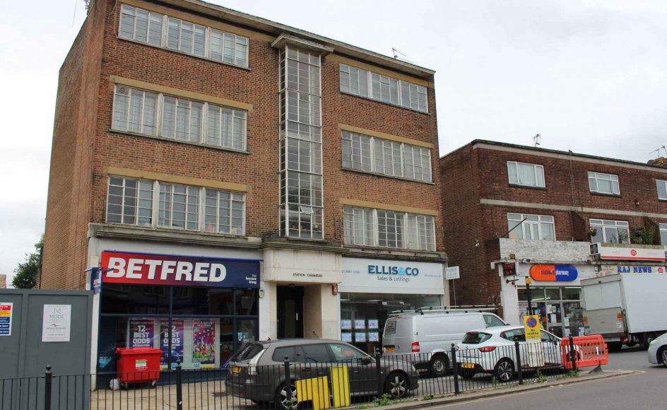 Betfred er en britisk bookmaker, der begyndte med en enkelt spilbutik i 1967. I dag er forretningen udvidet med onlinespil, og Betfred omsætter årligt for milliarder. Foto viser en af Betfreds fysiske spilbutikker i London.