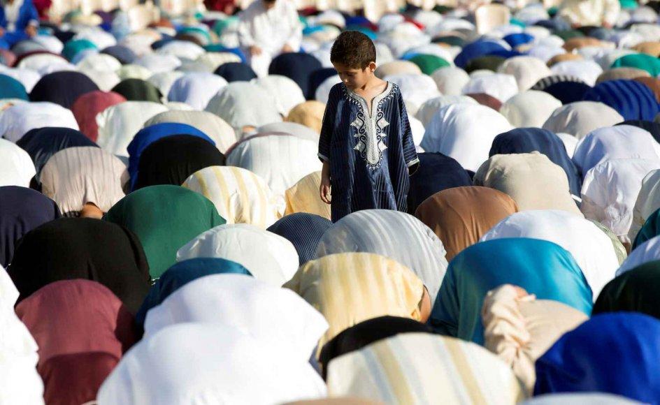 Mange store fællesbønner som den på billedet har under corona været aflyst. Mange muslimer giver udtryk for, at de i stedet er begyndt at bede mere, læse mere i Koranen og se eller lytte til flere religiøse programmer end før pandemien.