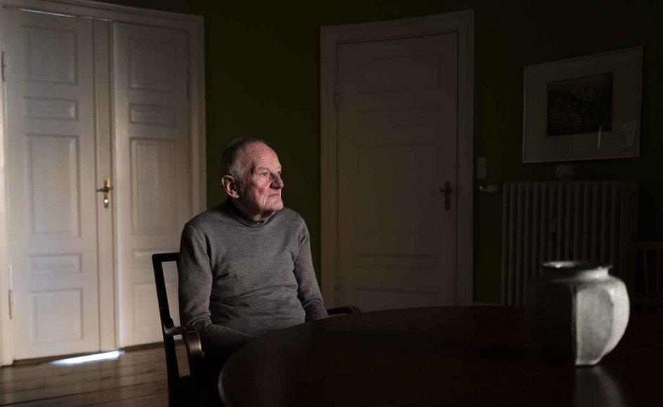 Torben Damsholt er uddannet historiker og har altid været særligt optaget af senantikken. Siden sin pensionering som valgmenighedspræst i 2005 er han fortsat med at arbejde som oversætter, og hans nyeste oversættelse er netop udkommet. – Foto: Mikkel Møller Jørgensen.