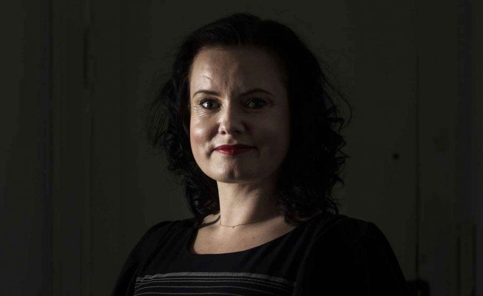 """""""Hvis vi ikke skriver om det"""" står der på forsiden af den særligt designede notesbog, som Leonora Christina Skov udgiver sammen med sin kommende roman, """"Hvis vi ikke taler om det."""" Notesbogen og titlen kan tolkes som et aktivistisk tiltag til at få flere fortrængte historier frem i lyset."""