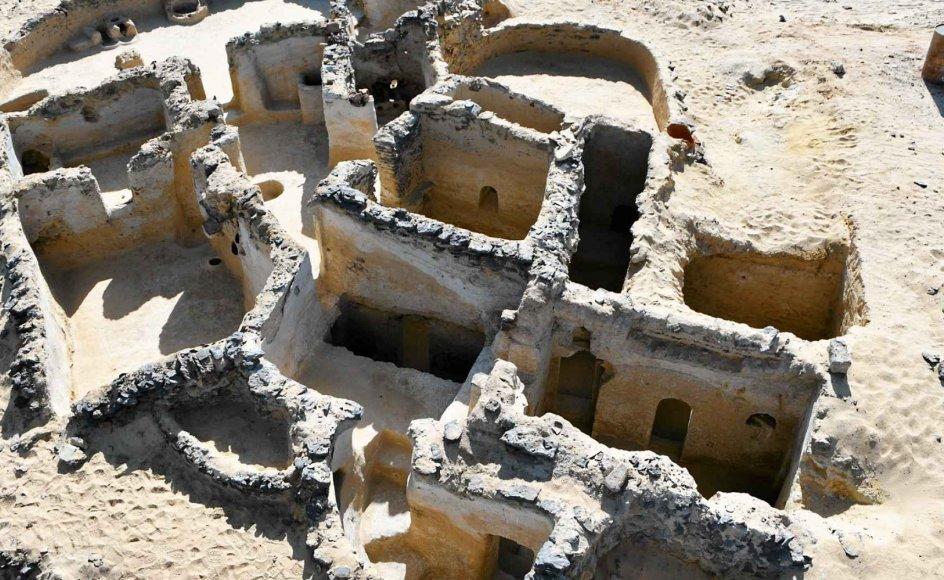 Klosteret i den egyptiske ørken, der er det ældst fundne til dato, rummede plads til cirka 15-20 munke og havde foruden munkeceller tre kirkebygninger. – Foto: Victor Ghica/MF Oslo.
