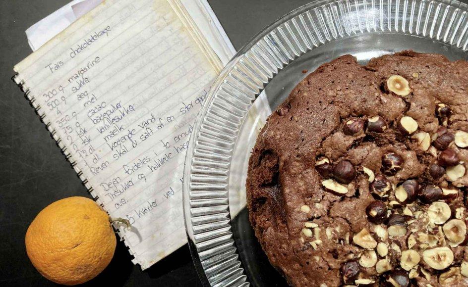 Rigeligt med orangeskal og appelsinsaft får den enkle kage til at løfte sig. – Foto: Else Marie Nygaard.