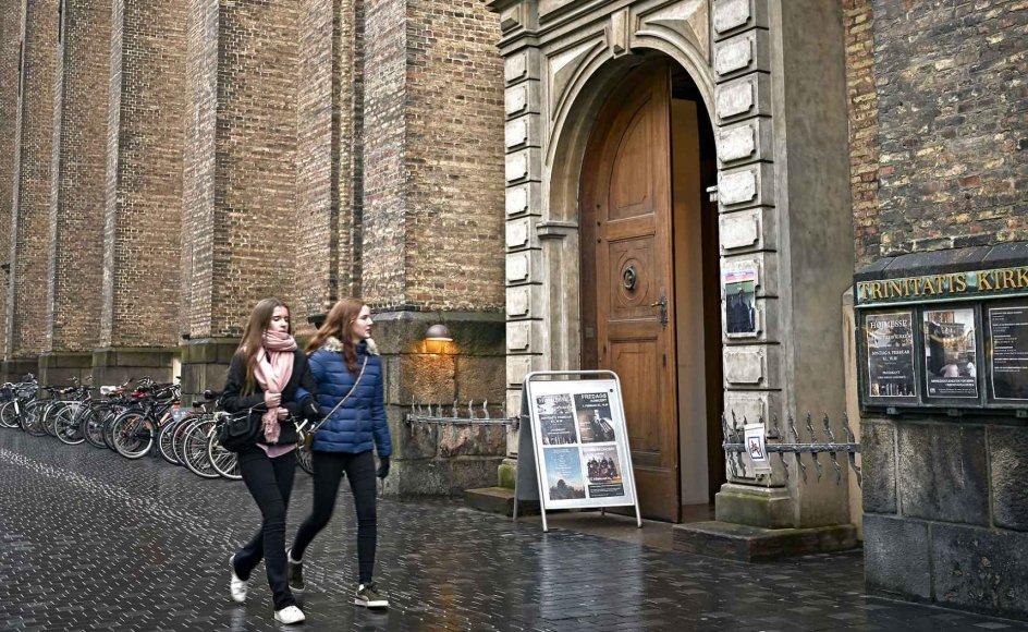Ved du, hvilket sogn, du tilhører? De nye regler for corona-håndtering kan skabe irritation rundt omkring i landet for dem, der normalt ikke går synligt op i sognegrænser. Især i større byer, hvor kirker ligger tæt, kan det være lidt svært at finde ud af. På billedet ses Trinitas Kirken i København.