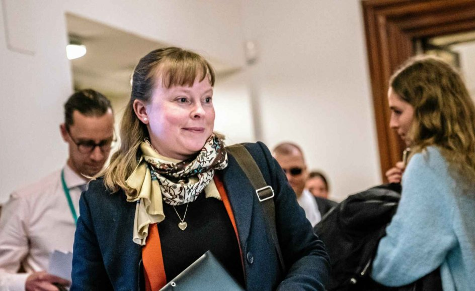 Kirkeminister Joy Mogensen (S) bør holde de officielle udmeldinger til officielle kommunikationskanaler, mener sognepræst Simon L. Jylov