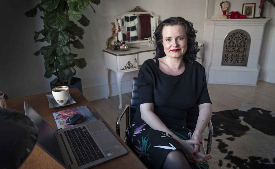 """Leonora Christina Skov er i """"Hvis vi ikke taler om det"""" både Askepot og Jane Eyre, hun er et forbyttet barn, en kæmpende heltinde, vi hepper på. – Foto: Leif Tuxen."""