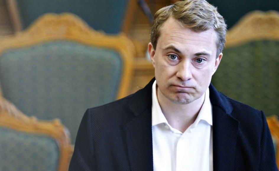De i Dansk Folkeparti, der måtte have håbet på et lederskifte, kan dog trøste sig med, at det alligevel næppe ville redde partiet ud af dets nuværende suppedas, skriver politisk redaktør Henrik Hoffmann-Hansen.