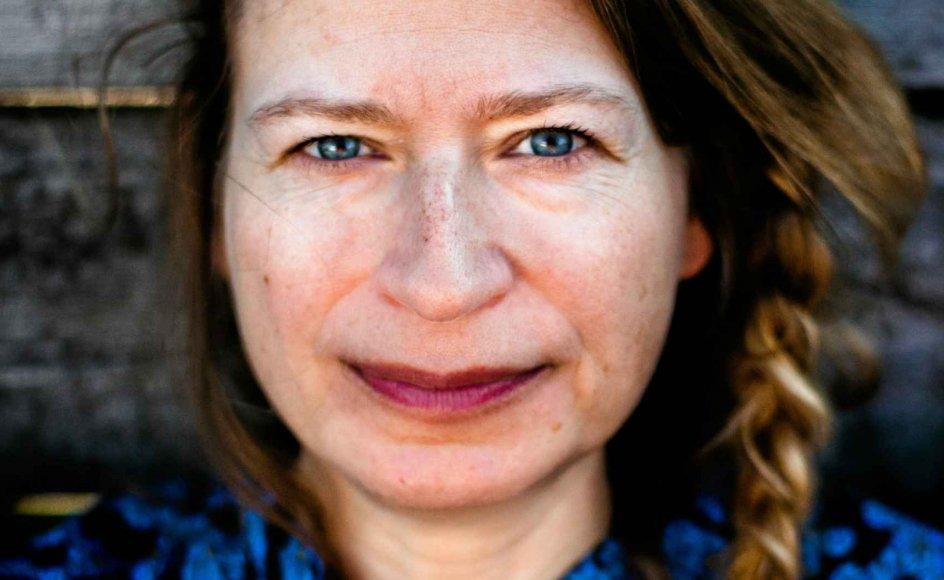 """Christina Englund er født i 1974 og debuterede som 17-årig med kortprosasamlingen """"Uden egentlig at sove"""". Siden har hun skrevet både romaner, noveller og digte. – Foto: Kajsa Guldberg."""