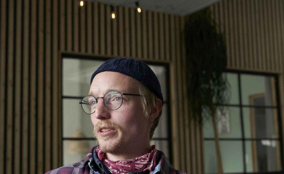 Jakob Mathiassen er en del af Aarhus Vineyard, der blev grundlagt i 2018 af folk fra København Vineyard. De holder til i en bygning i det nordlige Aarhus, som de selv har renoveret og indrettet. – Foto: Lars Aarø/Fokus.