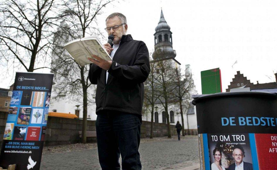 Henning Toft Bro har været biskop over Aalborg Stift i 11 år. Han annoncerede i sidste måned, at han vælger at gå på pension med den begrundelse, at han ønsker at blive pensionist på samme tid som sin hustru.