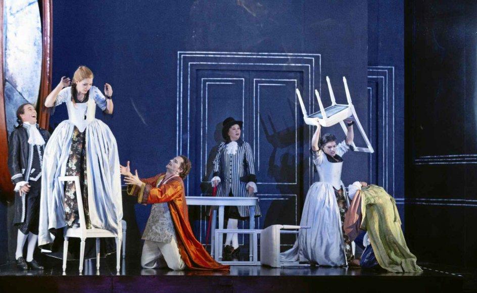 """Mozarts opera """"Così fan tutte"""" skulle have spillet på Det Kongelige Teaters Gamle Scene i begyndelsen af året og er en af de forestillinger, som Søren Shauser anbefaler at se på et tidspunkt, hvis man er grøn i operaens univers. – Foto: Miklos Szabo."""