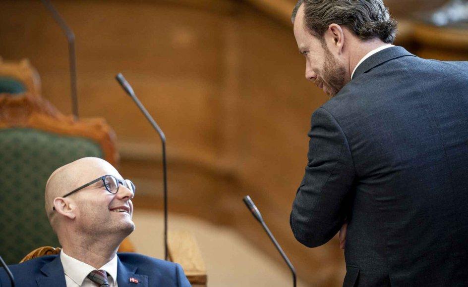 I mere end 100 år har De Konservative og Venstre konkurreret med hinanden. Nu står De Konservative under ledelse af Søren Pape til at overtage Venstres rolle som det største parti af de to ved næste valg.