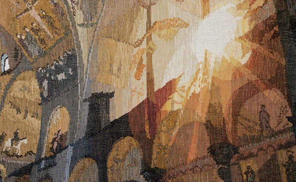 """Den finske tekstilkunstner Soile Hovila evner at benytte vævningen til at skabe nye og usete kontraster. Her er det værket """"World of Contrasts II"""". – Foto: Kunstcentret Silkeborg Bad."""