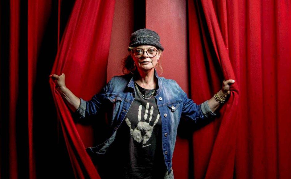 """""""Teater er altid en langtidssport, hvor man ofte planlægger flere år ind i en ofte lidt uvis fremtid, men nu føles genåbningen ekstra lykkelig,"""" siger Louise Lauring, der er teaterchef på Kolding Egnsteater, der på lørdag har premiere på """"Erna i krig"""". – Foto: Palle Peter Skov/ Ritzau Scanpix."""