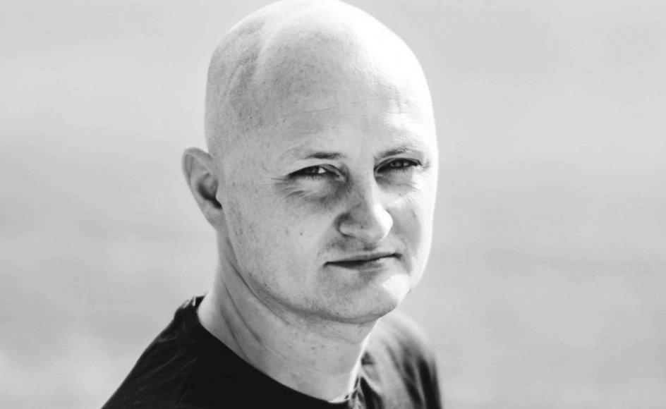 """I oktober 2020 gik Ulrich Larsen fra at være en ukedt førtidspensioneret kok fra Københavns Vestegn til at blive landskendt som """"Muldvarpen"""", manden det var lykkedes at infiltrere verdens mest brutale diktatur. – Foto: Johanne Teglgård Olsen."""